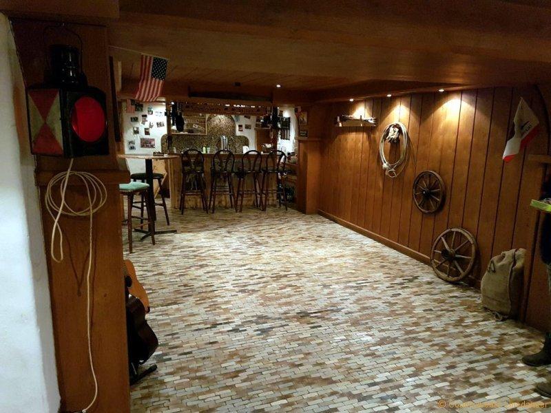 countrybears-hall-tanzraum-1