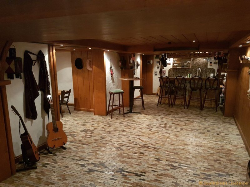 countrybears-hall-tanzraum-2
